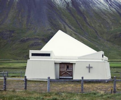 Iglesia Árnes fiordos oeste islandia que ver como recorrer fiordos del oeste carreteras viajar blog de viajes