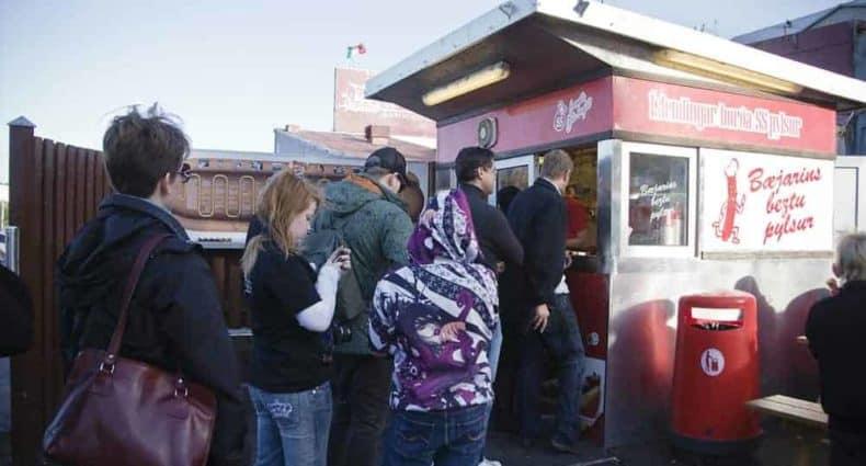 perritos calientes pylsur Reikiavik Baejarins Beztu Islandia qué comer Cafés