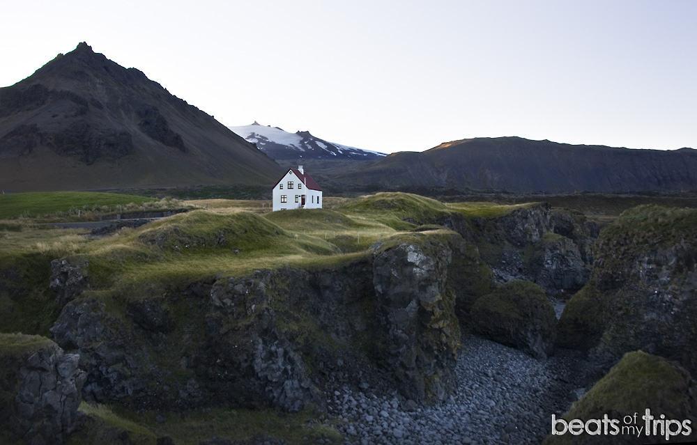Snaefellsness Hellnahraun Cueva Badstofa Islandia qué ver viajar a Islandia por tu cuenta por libre