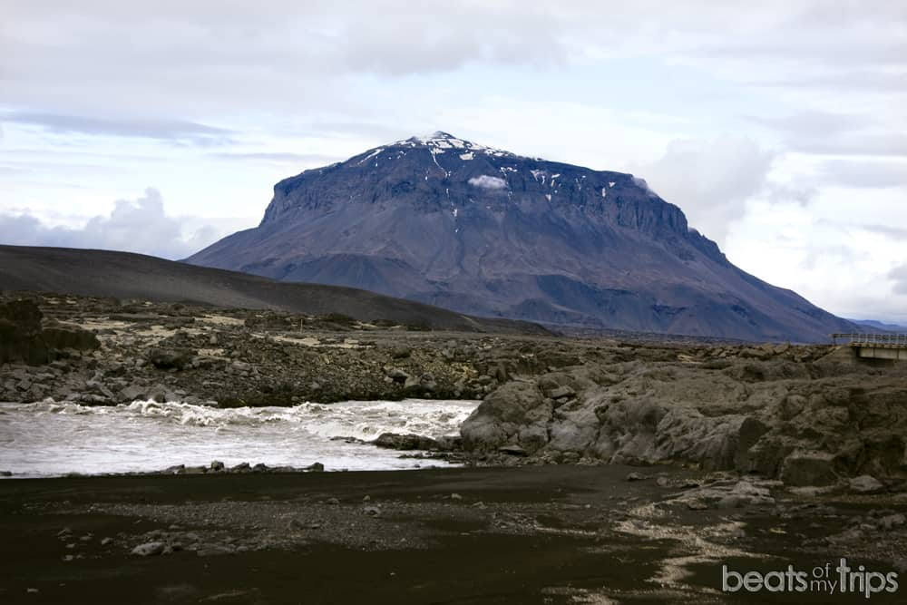 Montaña Herdubreid Tierras Altas Askja Islandia carreteras F conducir vadeos todoterreno