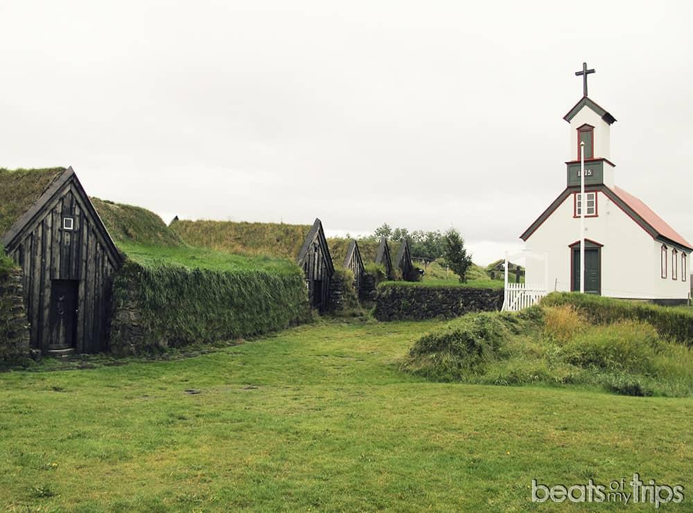 Keldur granja medieval turba hierba en techo Sagas guia Islandia