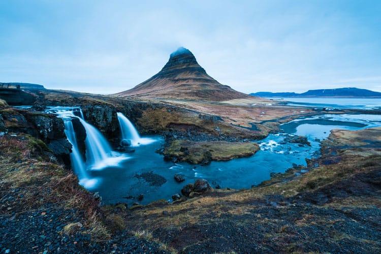 Cascada Kirkjufellsfoss Kirkjufell peninsula Snaefellsnes que ver Islandia
