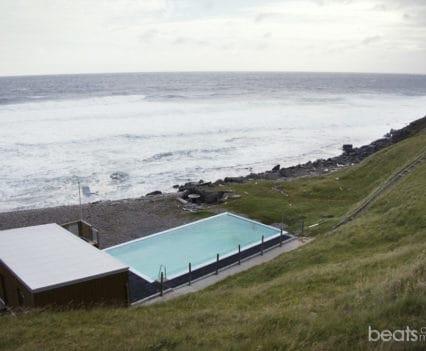 Piscina geotermal Krossnes islandia fiordos oeste bloggers blogger donde recorrer en coche