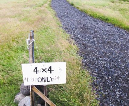 Parking 4x4 Fljotsdalur hostel alojamiento Islandia barato