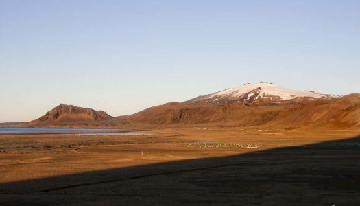 Islandia 10. Sujetando columnas de basalto en Snaefellsness