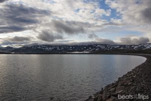 Carretera hacia Seydisfjordur, lago Heitharvatn