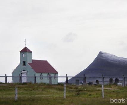 Iglesia Árnes costa Strandir Artico fiordos oeste islandia que ver que hacer blog viajes