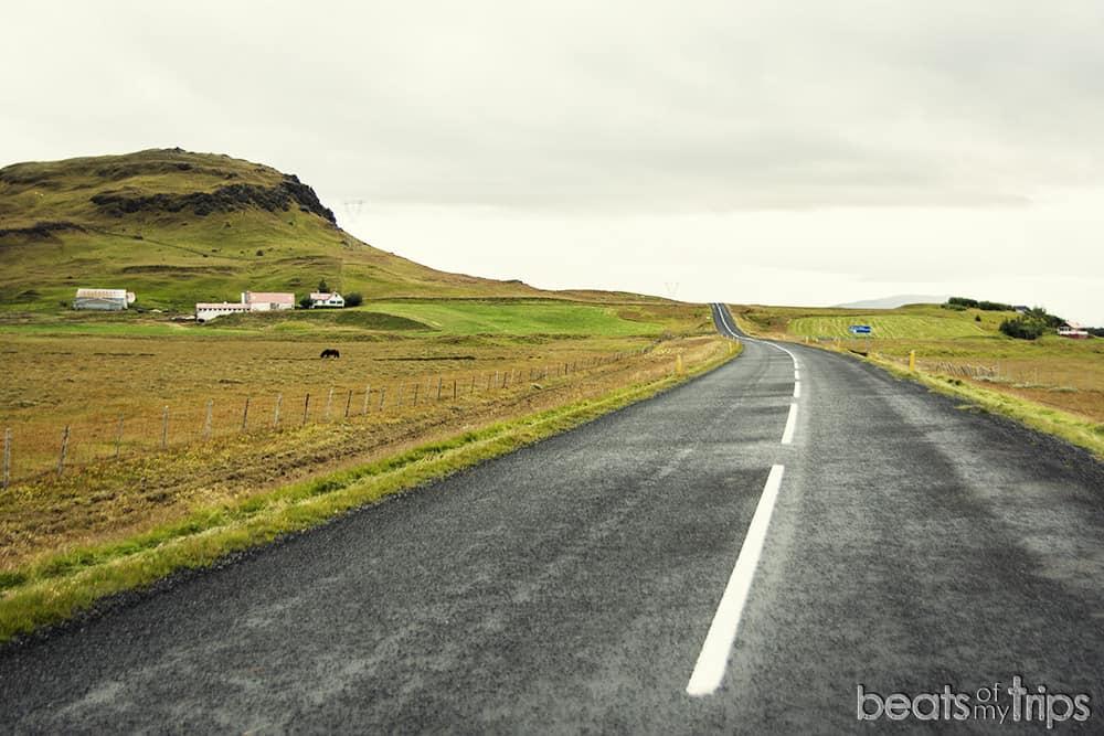Carretera asfaltada ring road guia Islandia en camper todoterreno