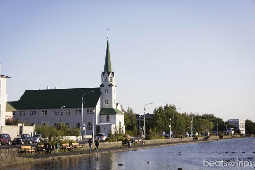 Lago Tjornin Reykjavík Islandia Reikiavyk viajar a Islandia por libre Islandia