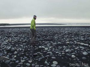 Playa de arena negra en Jokulsarlon