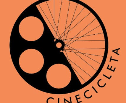 Viaje por Africa Cinecicleta viajar cine sin enchufes