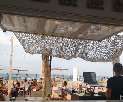 Gandia chiringuito shaganesha playa vírgen vacaciones en Gandía dj