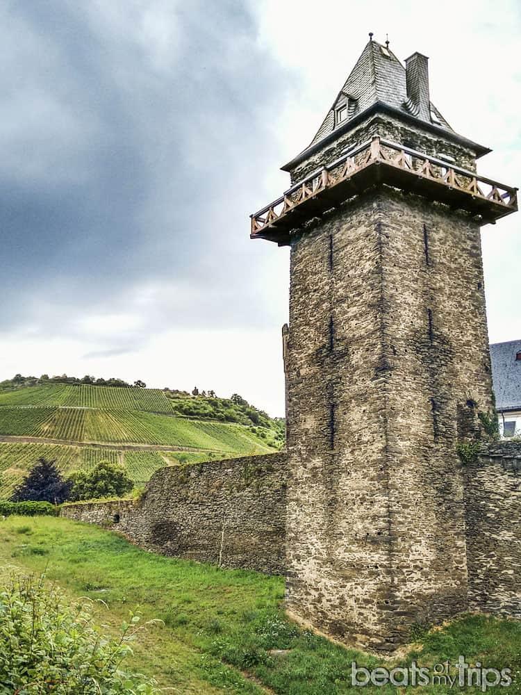 Oberwesel Torre Muralla Michelfeldturm viñedos Crucero Rin Romántico Turismo Alemania