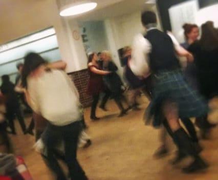 donde ir cardiff cine teatro cardiff que hacer ocio salir por cardiff cerveza artesana fiesta pipes beer party