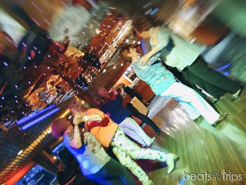cruceros fiestas salon-bar animación salon bar discoteca bingo karaoke como es un crucero fluvial