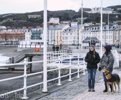 Estorninos Royal Pier Aberystwyth muelle north beach playa norte promenade paseo marítimo viajar Gales playa Turismo Wales