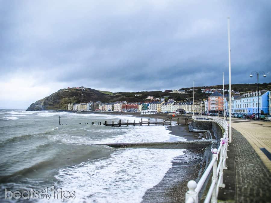 Paseo marítimo Aberystwyth playa viajar Gales wwoofing