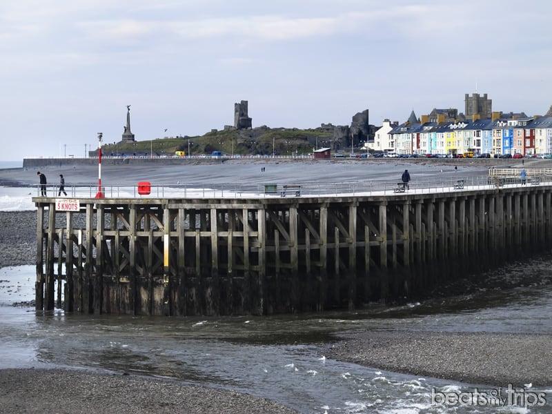 Aberystwyth pier Cardigan bay viajar Gales Wales playa viajar costa galesa