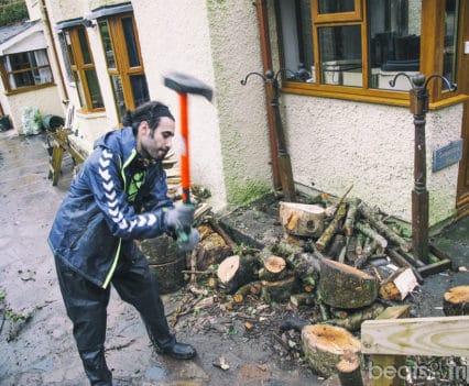wwoofing viajar gratis Aberystwyth Gales Wales helper chopping