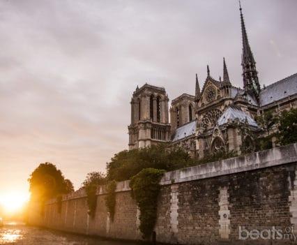 Bateau Mouche Rio Sena atardecer Catedral Notre Dame Bateaux-Mouches crucero escapada romática Paris turismo