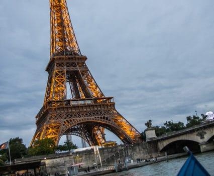Bateau Mouche Rio Sena Torre Eiffel Bateaux-Mouches crucero escapada romática Paris turismo