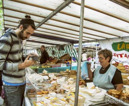 Marché Monge Mercado gastronomía queso Paris escapada turismo
