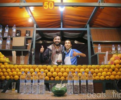 Que ver Marrakech comer Plaza Jamaa el Fna zumo naranja viaje Marruecos