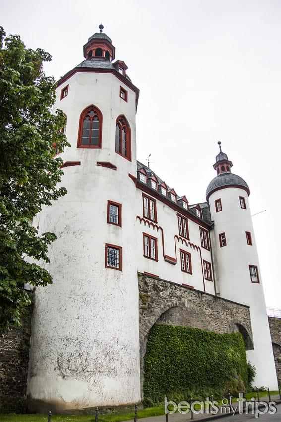 Viaje Coblenza que ver turismo Alte Burg Antiguo Castilo Koblenz río Rin desembocadura Mosela Alemania