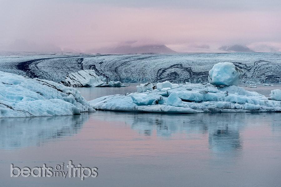 Sol medianoche Jokulsarlon laguna glaciar icebergs Breiðamerkurjökull Vatnajokull que ver Islandia imprescindibles guia Islandia Iceland