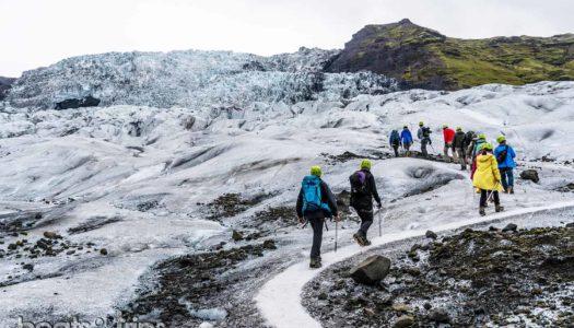Con crampones y a lo loco sobre un glaciar «cascada» en Islandia