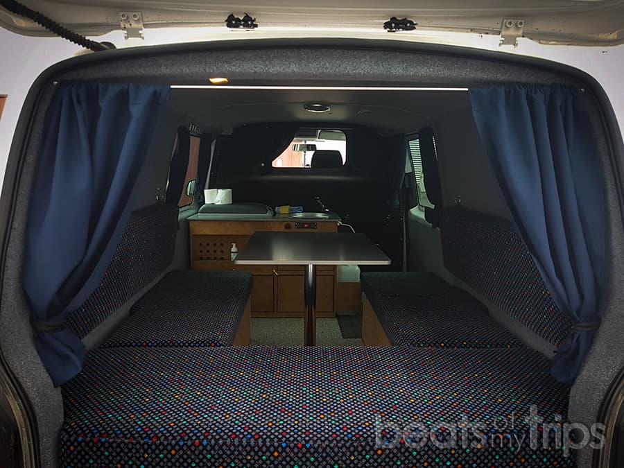 interior campervan Islandia alquiler furgoneta Islandia