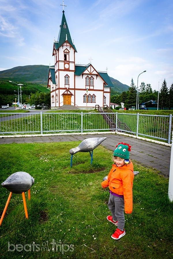 iglesia bonita husavik madera whale watching norte islandia qué ver
