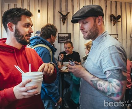 Dueño Restaurante Icelandic Street Food comer barato Islandia blog