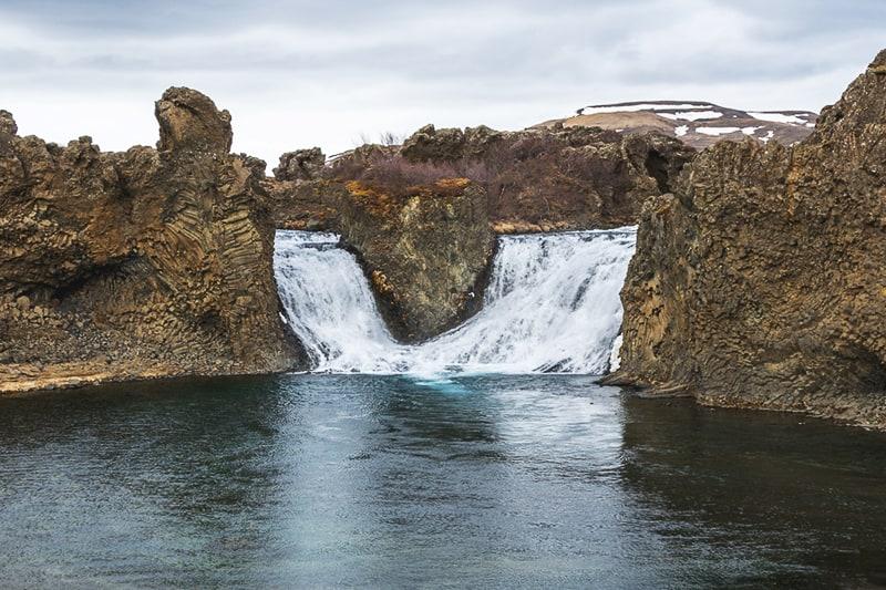 cascada Hjálparfoss waterfall sur Islandia Iceland