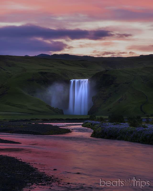 cascada skogafoss amanecer sol medianoche sur Islandia que ver