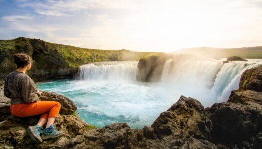 Cómo visitar la cascada Godafoss, la diosa del norte de Islandia